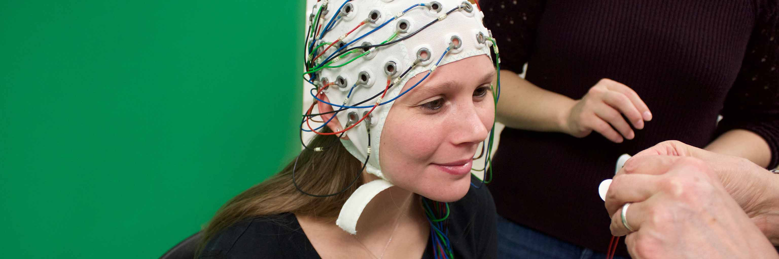 woman with a special cap with wires that analyzes her brain